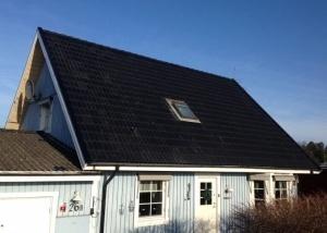 Takläggning i Norrköping - Nu har vi lagt ett nytt tak med Jönåker ytb svart, monterat nya vindskivor samt monterat vindskivebeslag.