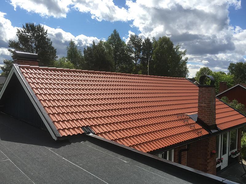 Takläggning i Täby Kyrkby